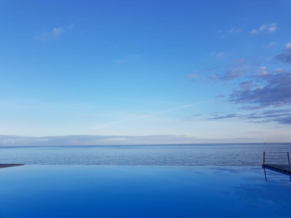 EN: Infinity pools in Funchal, Madeira ~ PL: Baseny typu infinity pool w hotelu w Funchal na portugalskiej Maderze