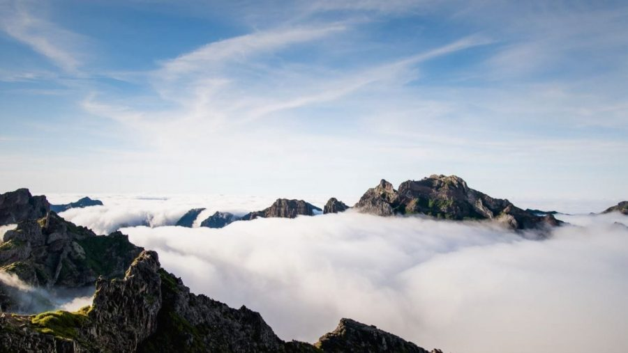Przepiękne widoki podczas wędrówki trasą Vereda do Pico do Arieiro - PR 1 pomiędzy dwoma najwyższymi szczytami Madery: Pico do Arieiro i Pico Ruivo.