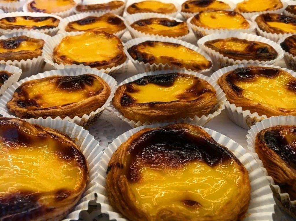 Przysmaki Madery: Pastel de nata - przepyszne portugalskie ciastko, które koniecznie trzeba sprobować podczas wakacji na Maderze