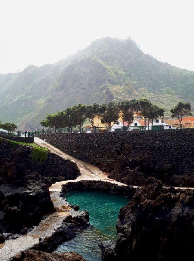 Naturalne baseny wulkaniczne w Porto Moniz na Maderze