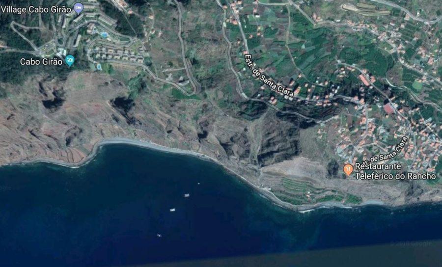 Lokalizacja stacji kolejki linowej na FajãdoRancho (Faja do Cabo Girao) na Maderze versus punkt widokowy Cabo Girao - Warto pamiętać, że kolejka na Faja do Cabo Girao nie startuje przy szklanym tarasie.