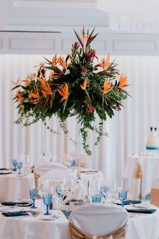 Tropical wedding - Bird of paradise flower - strelitzia flower wedding arrangements #tropicalwedding #strelitzia #birdofparadise #madeira #exoticflower Tropikalny ślub - slub za granicą w stylu tropikalnym - ślubne aranżacje z kwiatów strelizji