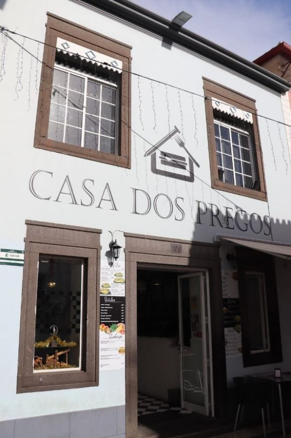 What to eat in Madeira. Madeira on a budget - Prego & Prego Especial Sandwiches
