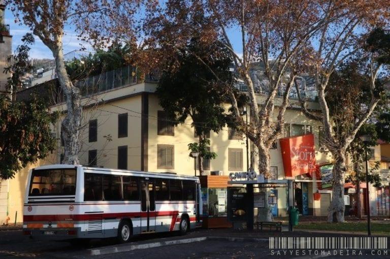 Public busses system in Madeira - autobus publiczny na przystanku na Starym Mieście w Funchal na Maderze