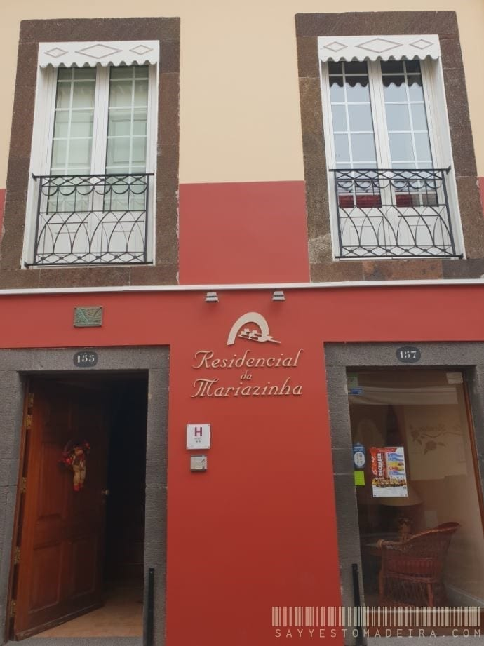 Residencial Mariazinha - Cheap hotel in the Old Town of Funchal, Madeira, Portugal || Tani hotel na Starym Mieście w Funchal na Maderze - Residencial Mariazinha