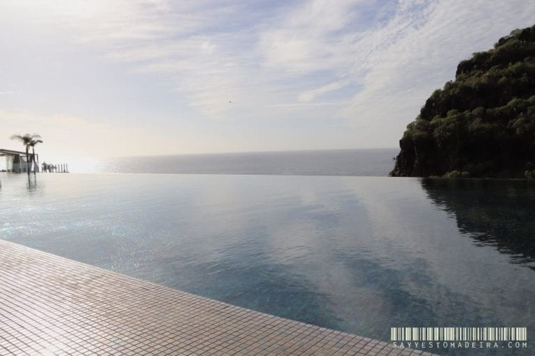 Hotel with an infinity pool in Madeira: Savoy Saccharum Resort & Spa in Calheta. ~ Hotel z pieknym basenen na Maderze: Savoy Saccharum Resort & Spa w Calheta. Idealny hotel dla par na Maderze. #madeira #madeiraisland #portugal #calheta #madeiraattractions #bestofportugal #travel #besthotels #sunset