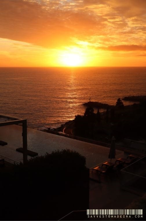 Sunset in Calheta, Madeira Island. ~ Zachód słońca w Calheta na Maderze. #madeira #madeiraisland #portugal #calheta #madeiraattractions #bestofportugal #travel #besthotels #sunset