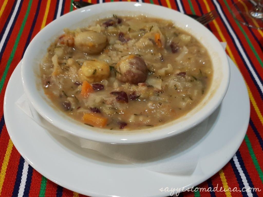 Food to try in Madeira Island: Chestnut soup- Nun's Valley ( Curral das Freiras) Madeira Island #foodie #madeira #chestnut Polecane dania na Maderze: Dania i produkty z kasztanów w Dolinie Zakonnic na Maderze - zupa z kasztanów