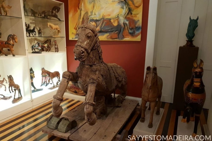 Funchal Gems: Collection of horses (Horses Room) at the Universo de Memorias Joao Carlos Abreu #funchal #madeira #portugal #collection #horse #art Polecane miejsca na Maderze: kolekcja statuetek koni w muzeum Universo de Memorias Joao Carlos Abreu w Funchal