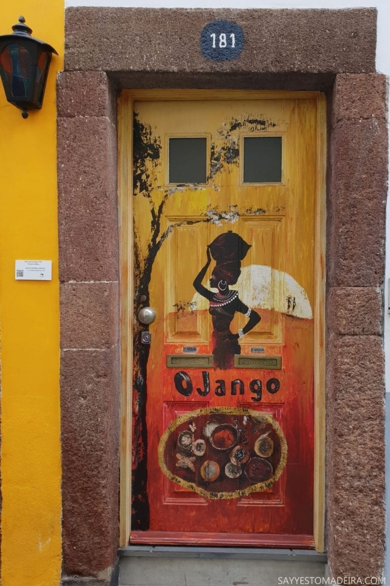 """Sztuka uliczna Portugalia: Stare Miasto (Zona Velha) - sztuka uliczna, murale i kolorowe drzwi Funchal. Projekt """"Sztuka Otwartych Drzwi"""". O Jango"""
