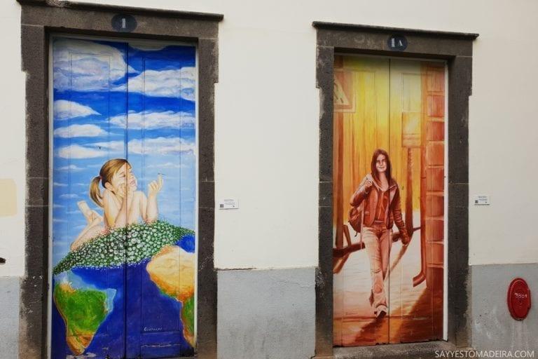 """Co zobaczyć na Maderze: Stare Miasto - sztuka uliczna, murale i kolorowe drzwi Funchal. Projekt """"Sztuka Otwartych Drzwi""""."""