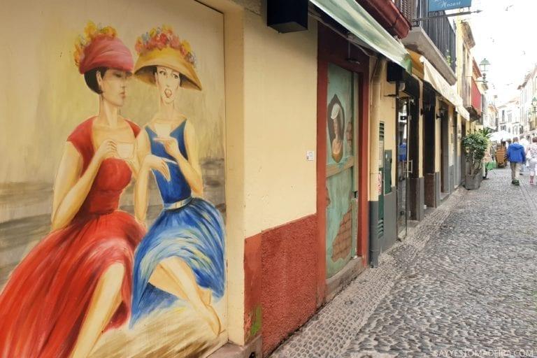 """Co zobaczyć w Funchal: Stare Miasto - sztuka uliczna, murale i kolorowe drzwi Funchal. Projekt """"Sztuka Otwartych Drzwi"""". Najpiekniejsze murale Funchal"""