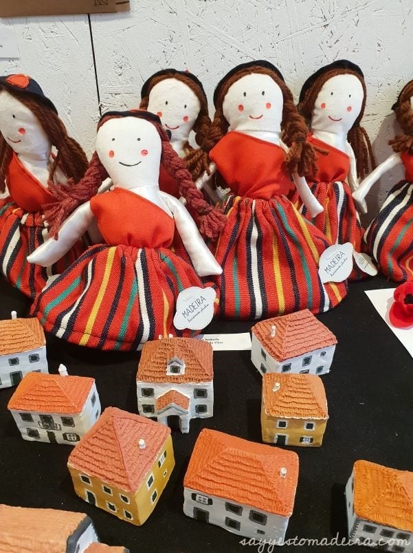 Madeira handmade dolls sold in the Armazém do Mercado Funchal - Funchal indoor attractions - art galleries in Madeira #madeira #artgallery Galeria sztuki Armazém do Mercado w Funchal - zadaszone atrakcje Madery