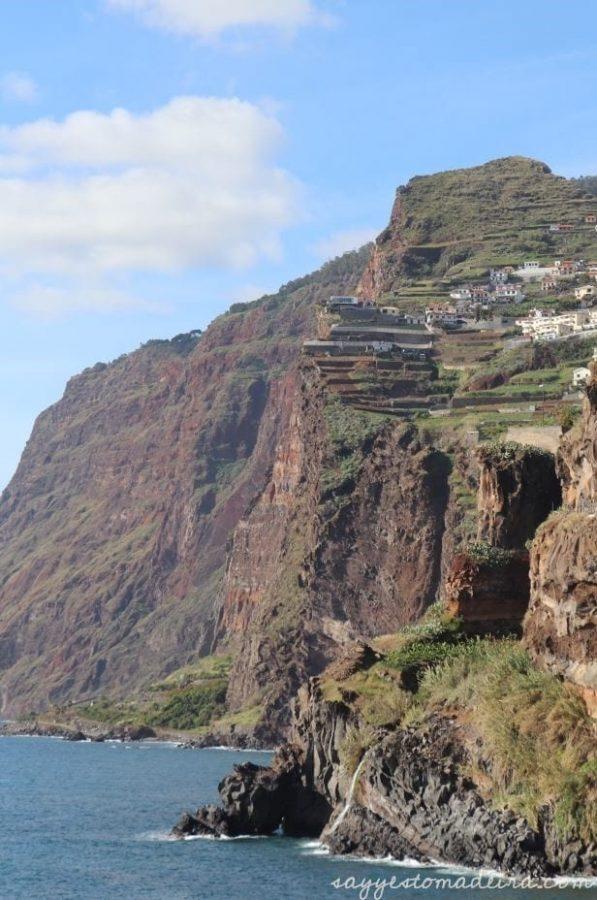 Camara de Lobos, Madeira Island. View on Cabo Girao Cliff. Recommended places in Camara de Lobos. #madeira #portugal #europetravel #portugaltravel Wioska rybacka Camara de Lobos na Maderze. Widok na klif Cabo Girao #madera