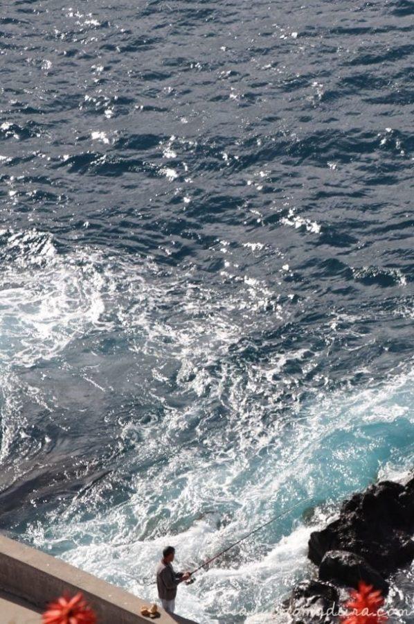 Fishing in Camara de Lobos, Madeira Island. Recommended places in Camara de Lobos. #madeira #portugal #europetravel #travel #bucketlist Piękne miejsca na Maderze: Wioska rybacka Camara de Lobos. Cabo Girao #madera