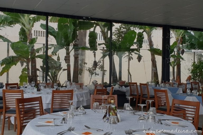 Funchal rooftop restaurants - Restaurants with a view in Madeira - Madeira Story Centre Rooftop restaurant #madeira #funchal Restauracje z polskim menu na Maderze - Restauracja z widokiem na dachu Madeira Story Centre w Funchal