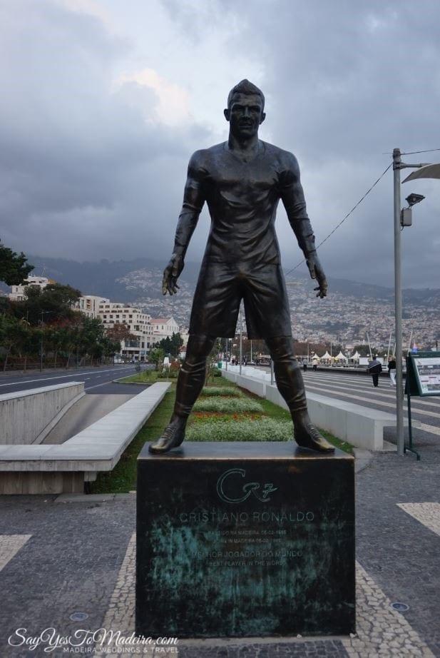Pomnik Cristiano Ronaldo w Funchal na Maderze - Śladami CR7 Madera