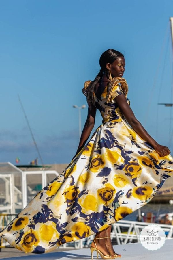 Beautiful floral dress presented during Madeira Flower Collection 2019 - Długa kwiecista suknia podczas pokazu mody w Funchal #dress #suknia #maxidress #floraldress #kwiecistasuknia #sukniawkwiaty #madeira #suknia #długasuknia #sukniaslubna #suknianaslub #nietypowasuknia #sukienka