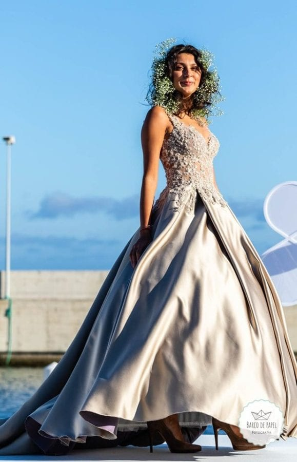 Beautiful champagne maxi dress presented during Madeira Flower Collection 2019 in Madeira, Portugal - Piekna kwiecista długa suknia w kolorze słomkowym podczas pokazu mody w Funchal #maxidress #floraldress #madeira #ivorydress #champagedress