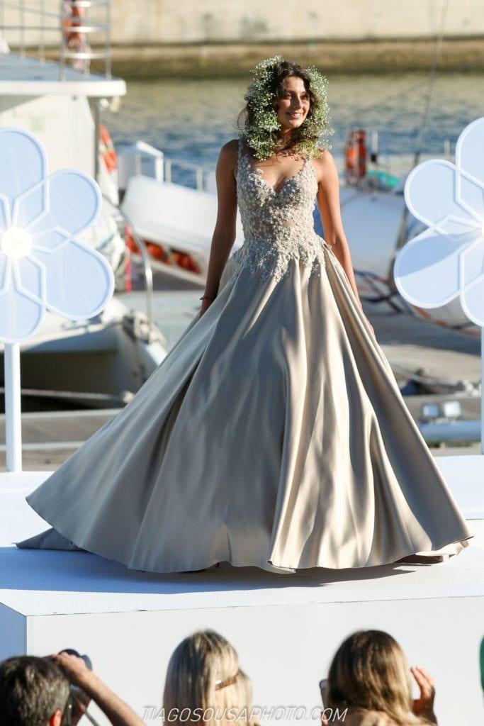 Piekna długa suknia w kolorze słomkowym / champagne. Suknia wieczorowa w kolorze słomkowym. Suknia ślubna nie biała. Piękne suknie.