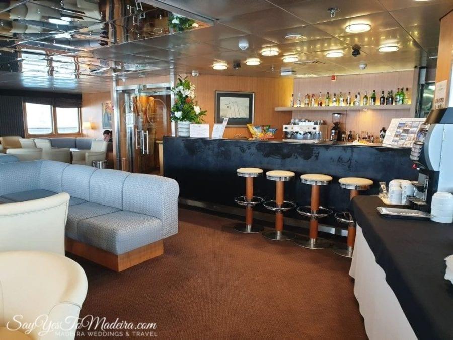 First class lobby - ferry Porto Santo Line from Madeira Island to Porto Santo II Pierwsza klasa - prom z Madery na Posto Santo