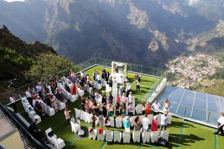 Best destination wedding venues in Europe - mountain wedding venue in Madeira, Portugal. Mountain wedding. Green wedding. #madeira #wedding #weddingvenue #greenwedding #bestwedding #weddinginspiration