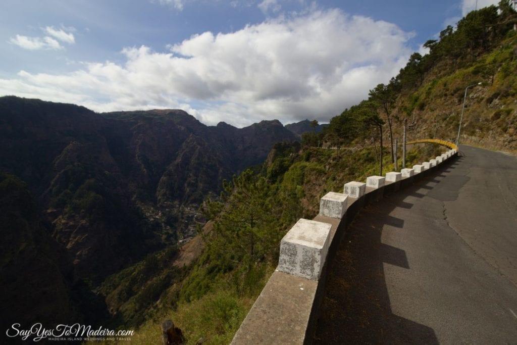 Road to Eira do Serrado and Curral das Freiras in Madeira. Droga do Doliny Zakonnic na Maderze