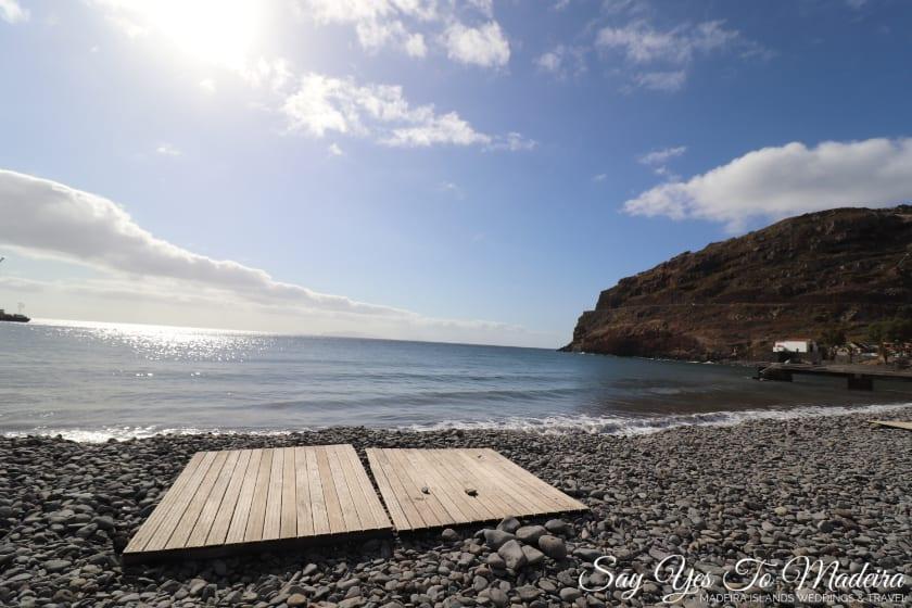 Plaże na Maderze - Plaża w Machico. Hotel Dom Pedro Madeira. Hotele przy plaży na Maderze.