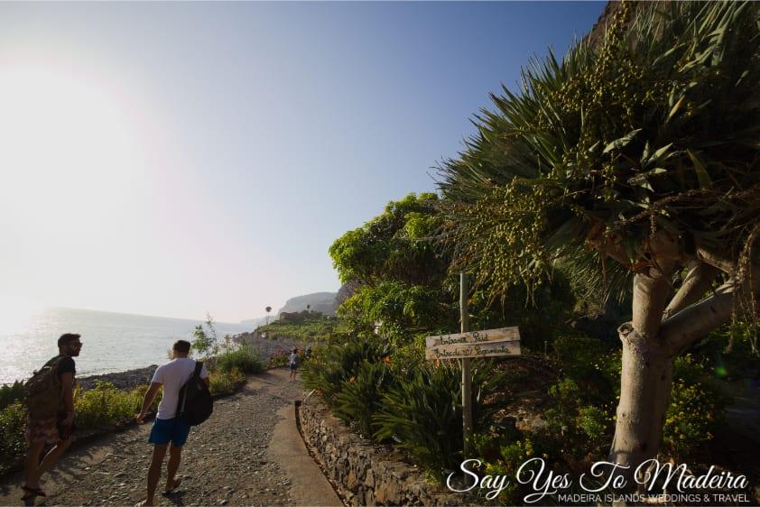 Najpiękniejsze atrakcje na Maderze - Faja dos Padres. Plaża kąpielisko na Maderze. Nietypowe miejsca na Maderze, które trzeba odwiedzić.