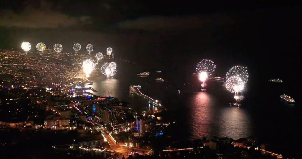 Pokaz fajerwerków na Maderze - Sylwester 2020 w Funchal - najlepsze filmy video