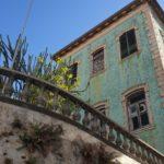 Architektura i ciekawe budynki w Funchal: Tajemniczy turkusowy budynek Starego Seminarium